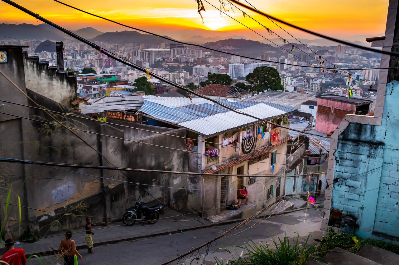 Went on a photo walk from the favela of Querosene through Morro de Santos Rodrigues. Brasil Brazil Estació Favela Favela Sunset Favelabrazil Favelas Morro De Santos Rodrigues Morro Do Querosene Querosol Rio Comprido Rio De Janeiro Rio Favela Santos Rodrigues Sunset In Favela São Carlos Travel Travelling In Rio View From Favela View Of City View Of The City
