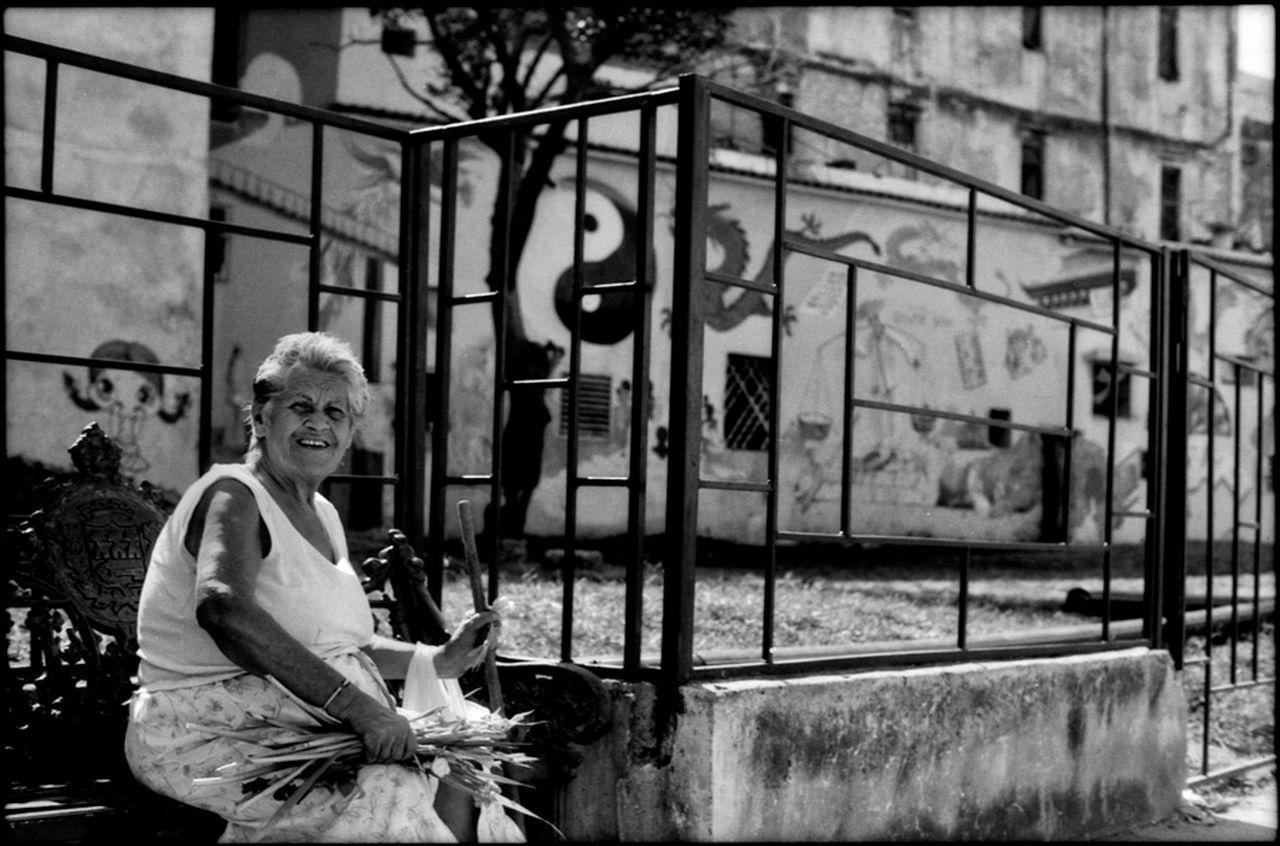 Havana - Cuba / Photography by Aaron Sosa / www.aaronsosaphotography.com www.aaronsosablog.com Film Black And White Blackandwhite Streetphotography Light And Shadow Cuba Havana