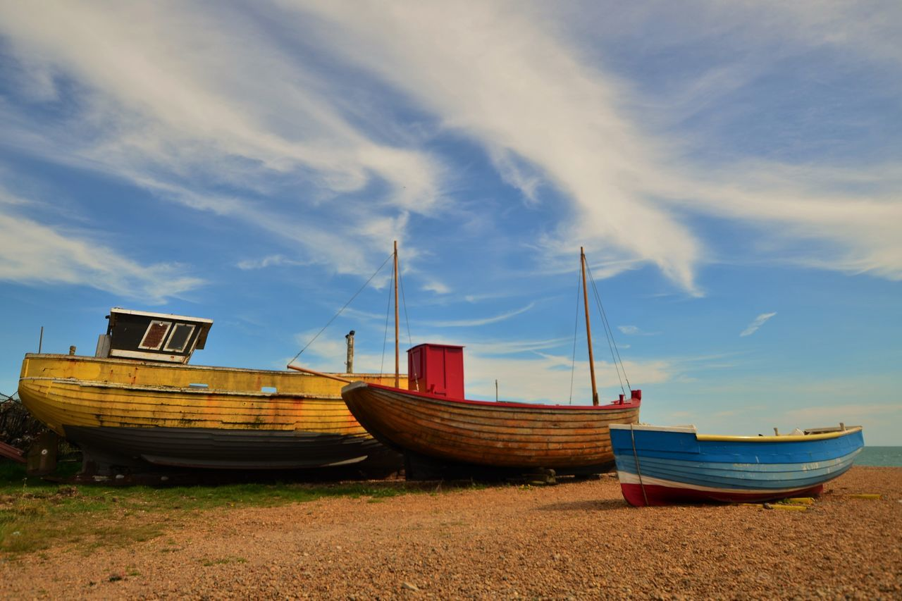 Boats Colour Three Pebble Beach Cloud - Sky Fishing Boat Fishermanslife Colours Colors Old Boat Getting Smaller 1 2 3 Family BigBiggerBiggest Wooden Texture Fishing Boats Harbour Life Blue Sky And Clouds Hastings