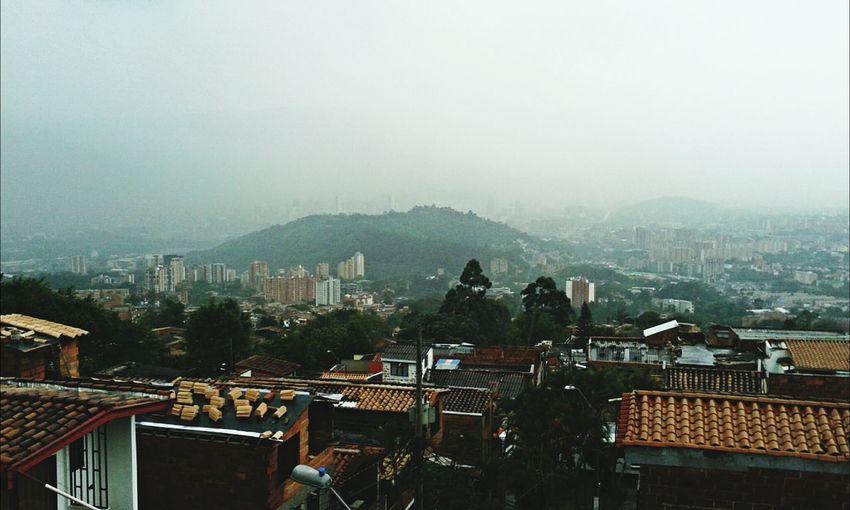 Medellín People Watching Cityraining