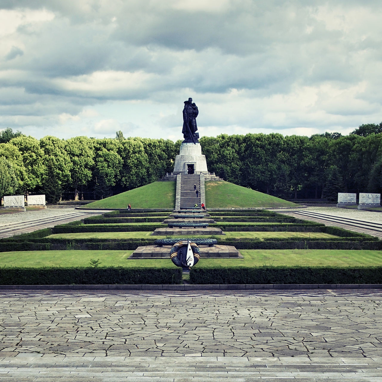 cloud - sky, statue, human representation, sky, sculpture, tree, male likeness, day, growth, outdoors, park - man made space, topiary, green color, monument, no people, history, memorial, nature, travel destinations, grass, water, beauty in nature
