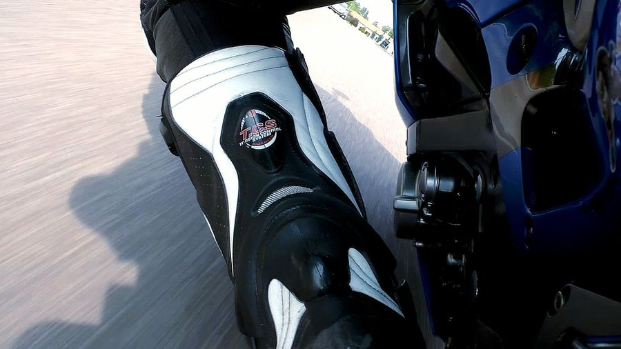 Riding my bike Outdoors Close-up One Person Motorcycle Motorbike Riding My Motorcycle Kneedown Schräglage Sportbike