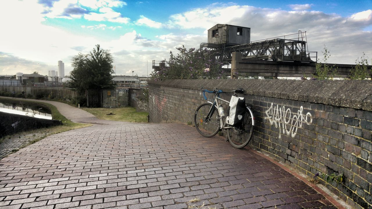 Bikeporn Bicicleta Bike Life Bikesaroundtheworld Bicycle Canal Bike Black Country Bici