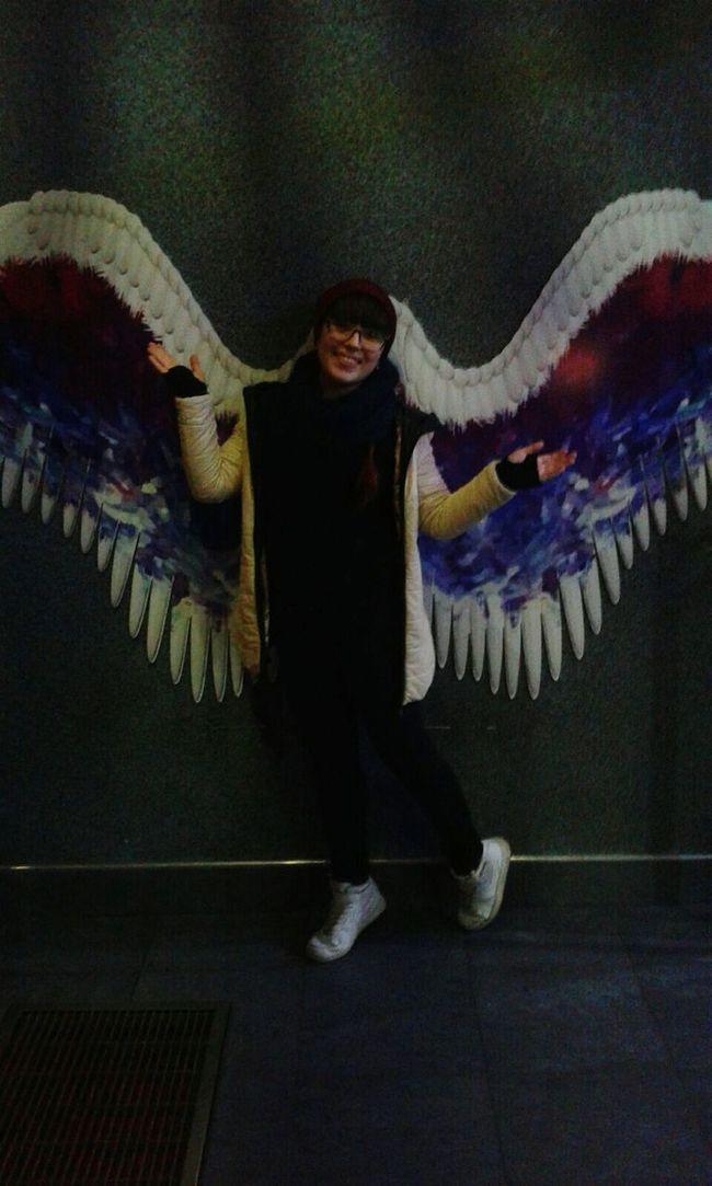 Этот момент, когда ты ростом не вышел...unfortunately, I'm too short to wear such wonderful wings ((( I Am The Mockingjay First Eyeem Photo EyeEm Best Shots Wonderful Day With Amazing Family♡ Hanging Out EyeEmBestPics