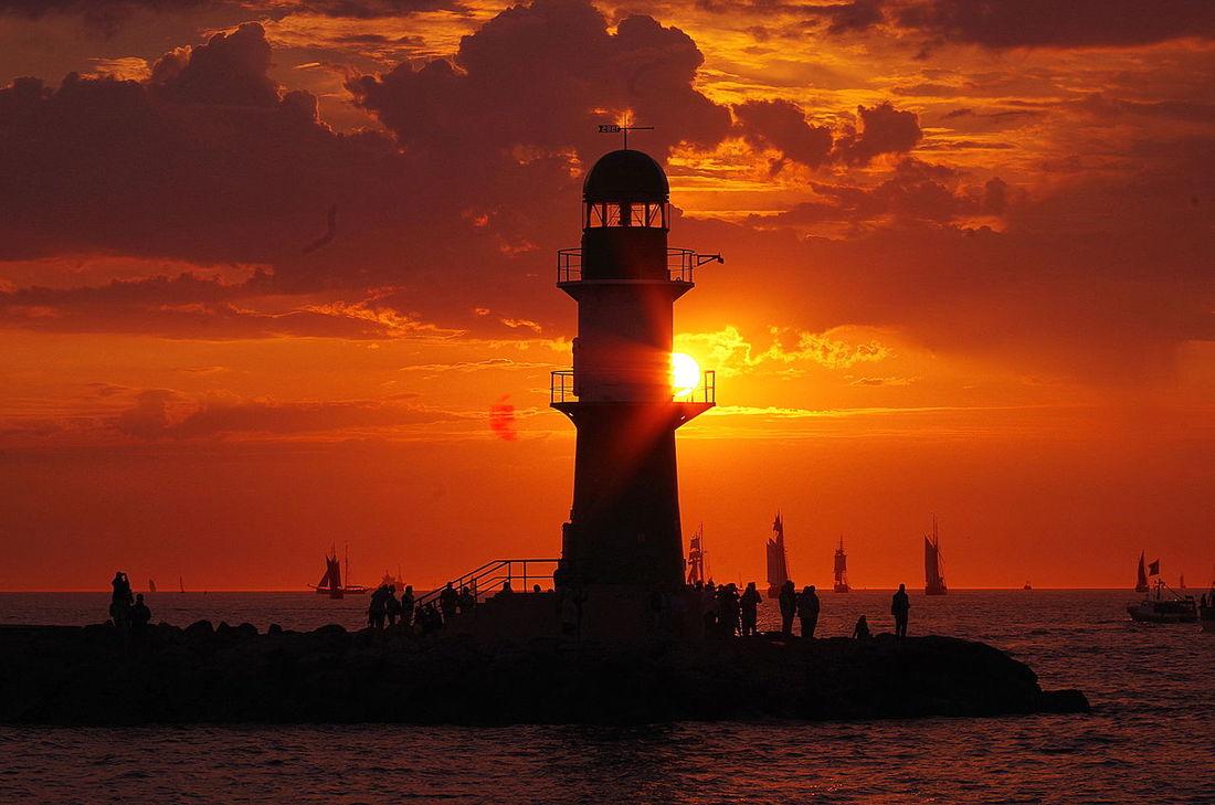 Rottöne - AussichtBaltic Sea Beacon Golden Moments  HanseSail Leuchtfeuer Mole Ostsee Rostock Sea Silhouette Sonnenuntergang Sunset Warnemünde Water School Of Photography Exploring Style TCPM
