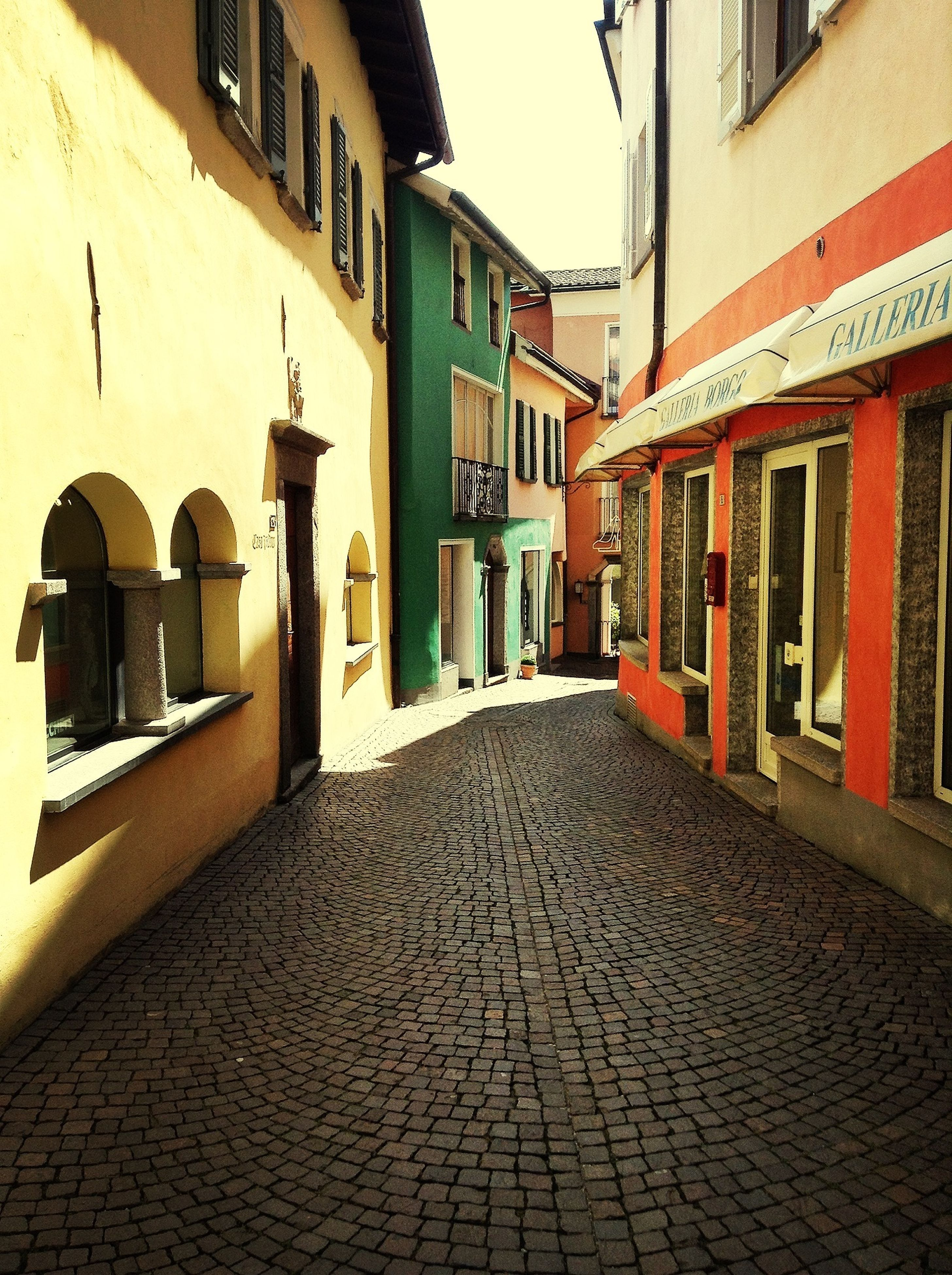 architecture, building exterior, built structure, the way forward, cobblestone, residential building, diminishing perspective, residential structure, street, alley, building, narrow, empty, city, walkway, window, paving stone, house, pathway, day