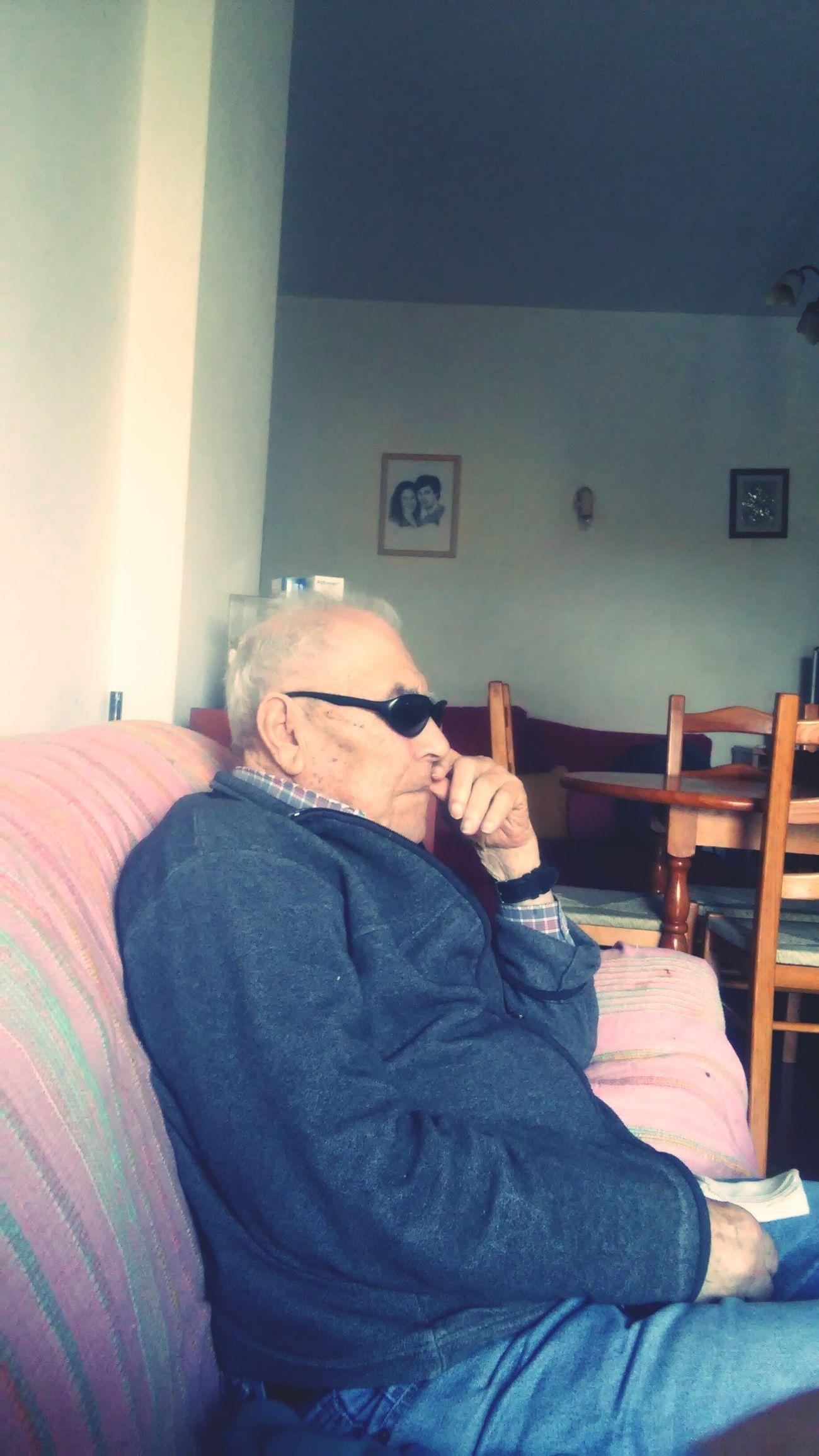 Meu avo de 94anos eheheh Relaxing !!👌👌 First Eyeem Photo