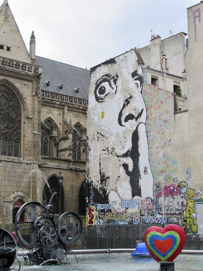 Shhhhh! Architecture Art Building Exterior Built Structure City City Discover Your City Eye4photography  EyeEm Gallery France No People Paris Streetart Streetphotography Tadaa Community Taking Photos Travel Destinations Traveling Walking Around Wall