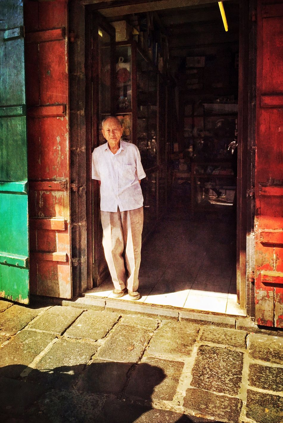 Catching the sun Streetphotography Streetphoto_color Chinese Door Sunlight Street Life Mauritius Light And Shadow