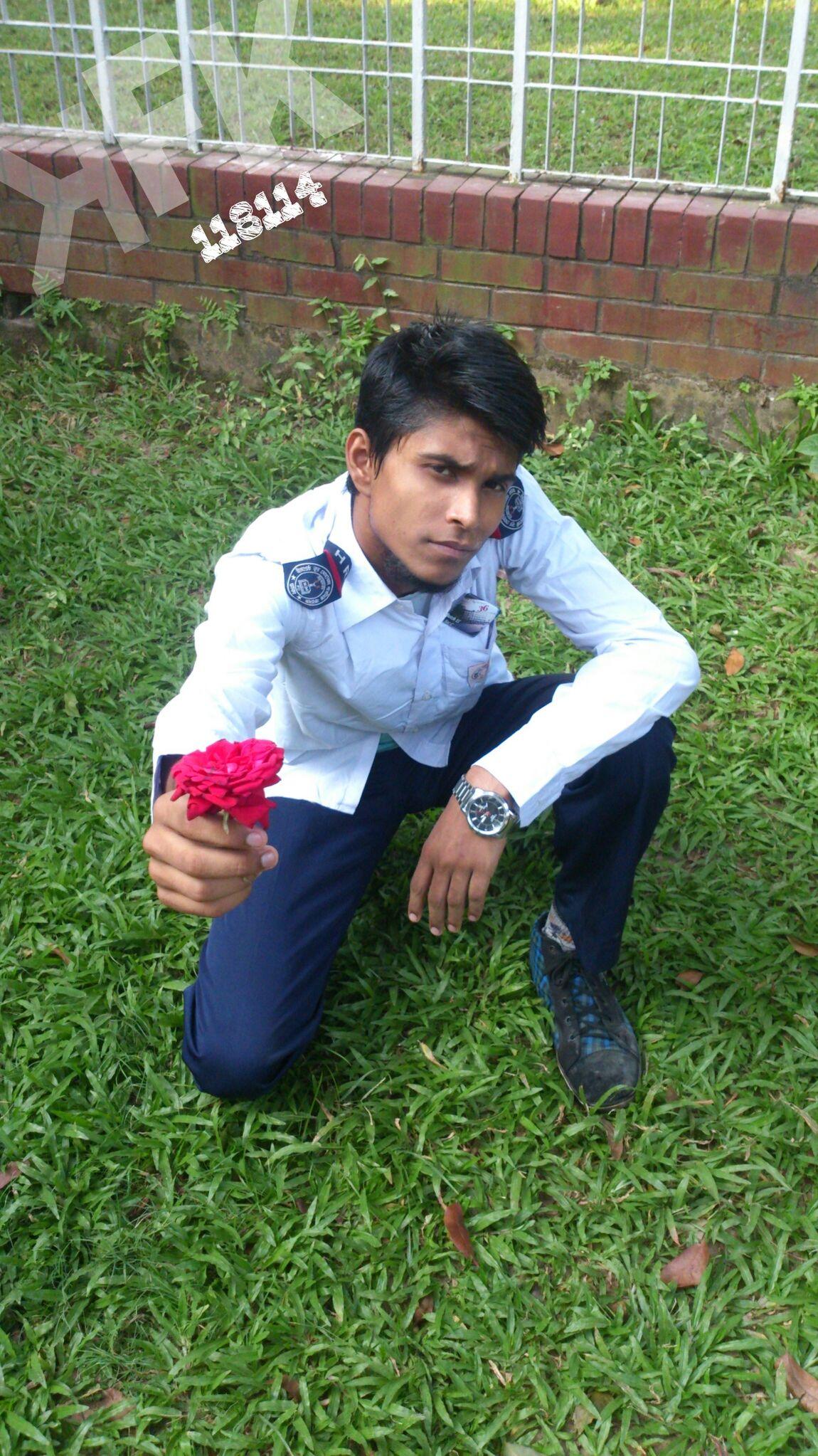 KFK 118114Roses r pretty but it has spines too,soo be carefull,don't be blind of it's beauty. Pellkhana,Dhaka,Bangladesh