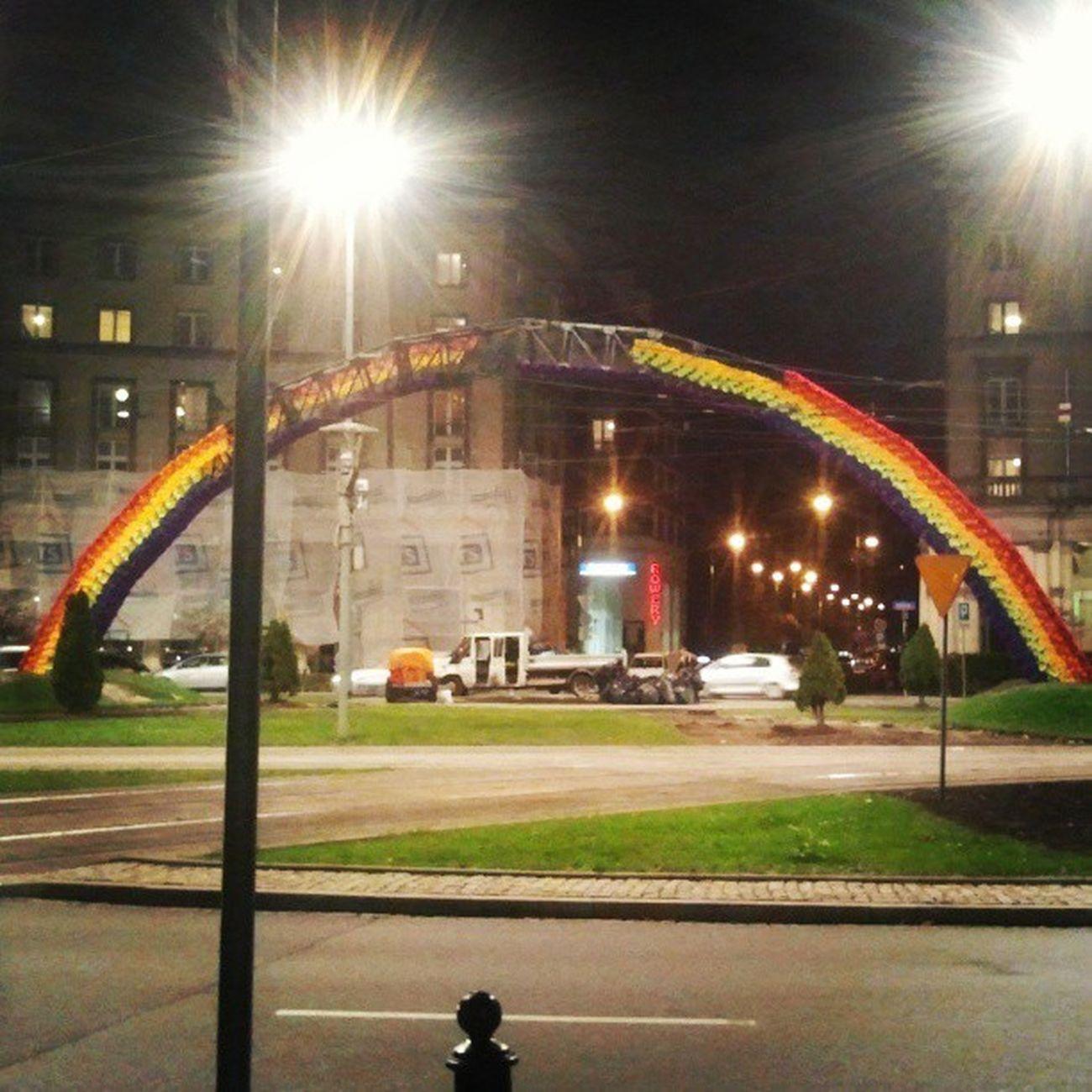 Jak_fenix_z_popiołu Plac_zbawiciela Warszawa  Tęcza