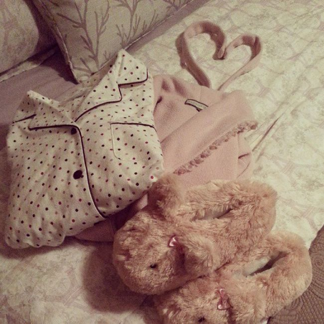 Pofidik terlik ve polar sabahlık sezonu açılmış hic soylemiyosunuz ? Pijama Sabahlik Panduf Love pink bed bedroom comfy homesweethome bonnenuit