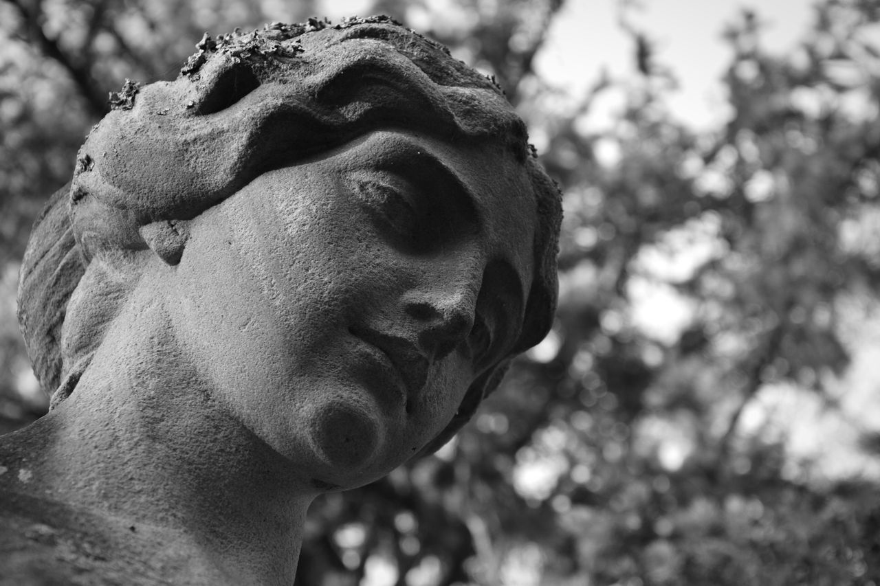 Statue Low Angle View Close-up Outdoors Graveyard Cemetery Graveyard Beauty Abandoned Stone Material Black And White Photography Black And White Blackandwhite Adapted To The City