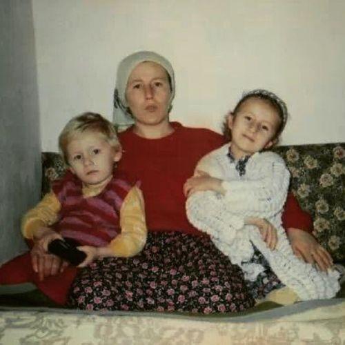 eskilerden - her gün yemek yedin mi diye kim sorar başka 😙 Annelergunu Happymothersday Anne Ozledim Eskilerden Childhood Retro
