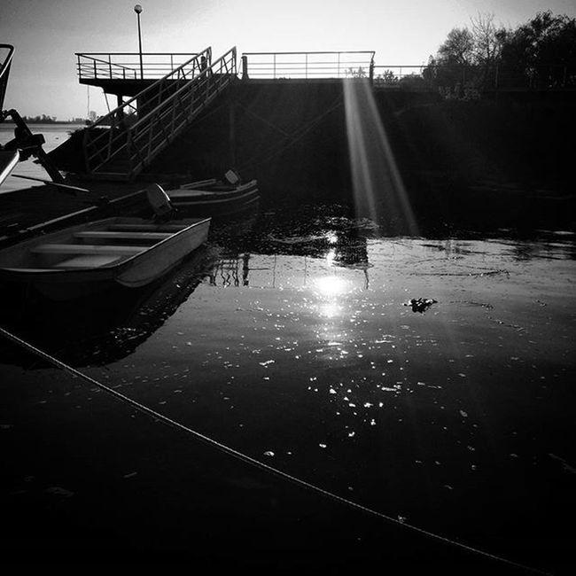 Light Sunnydayswillcome Blessed  Peaceful Warm Enjoyit Sunset Winter Blackandwhite Blancnoir Water River Sailing Bridge Dock Portugal Igers Shootingtheglobe Landscape Landscape_lovers Laliphotography