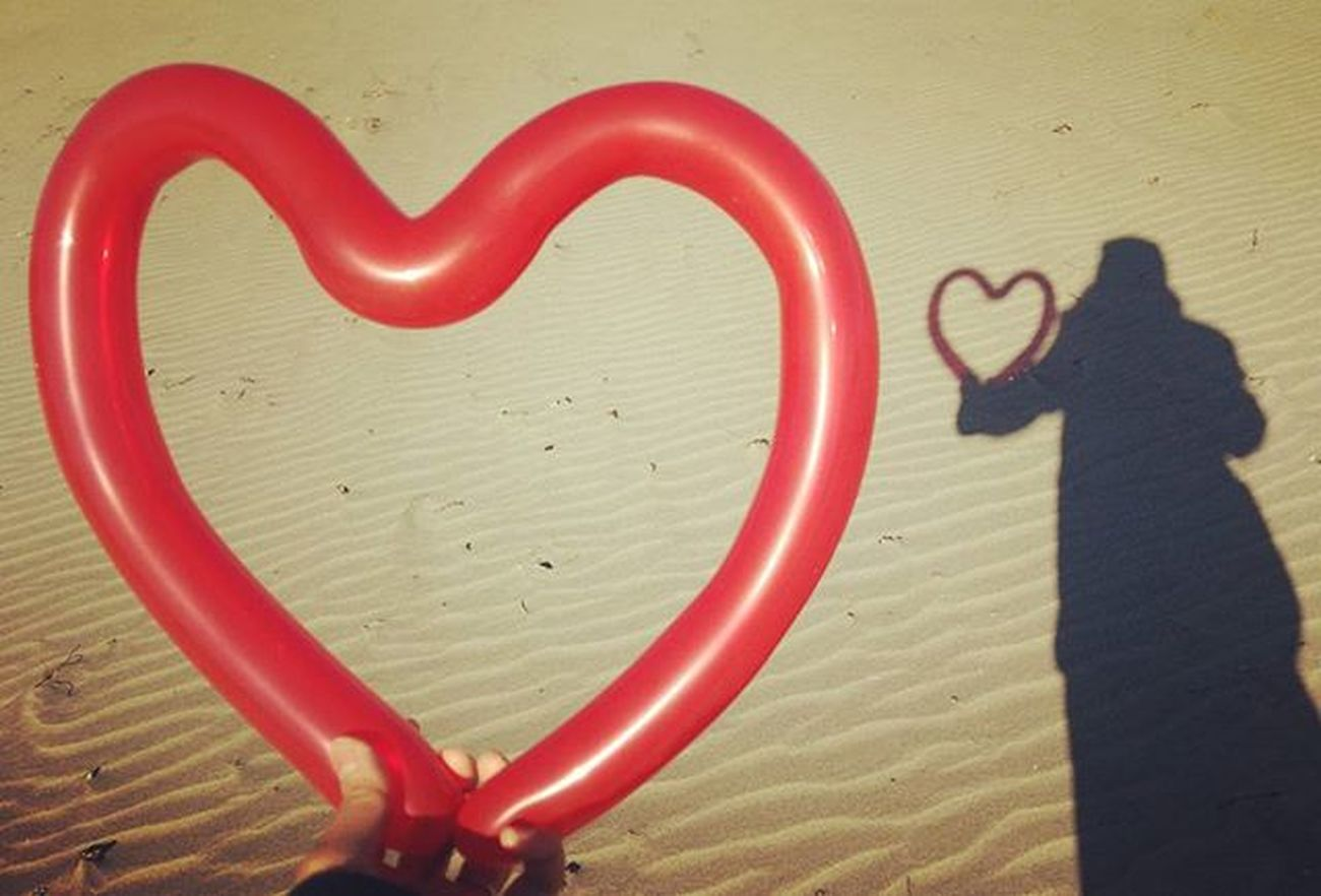 2016年 幸せ で 平和 な一年 になりますように。 バルーン バルーンアート はーと 風船 赤 影 砂浜 海 冬 Balloon Balloonart Heart Happy Shadow Red Beach Sea Peace Showcase: January