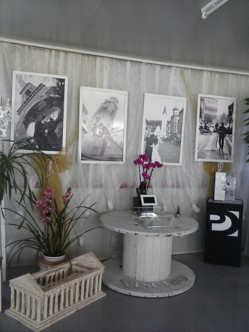 indoors, vase, home interior, no people, flower, luxury, day