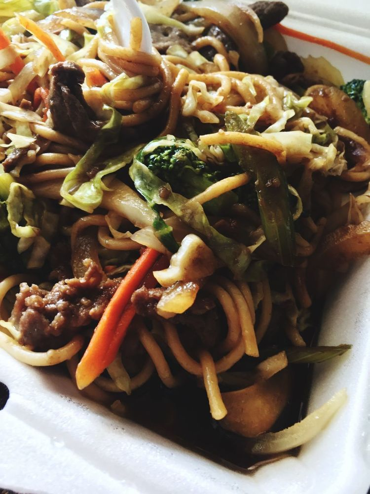 Food And Drink Ready-to-eat Food Freshness Chinese China Noodles Lo Mein Vegetables Plate Meal Garnish Cooked Indulgence Serving Size Close-up Visual Feast