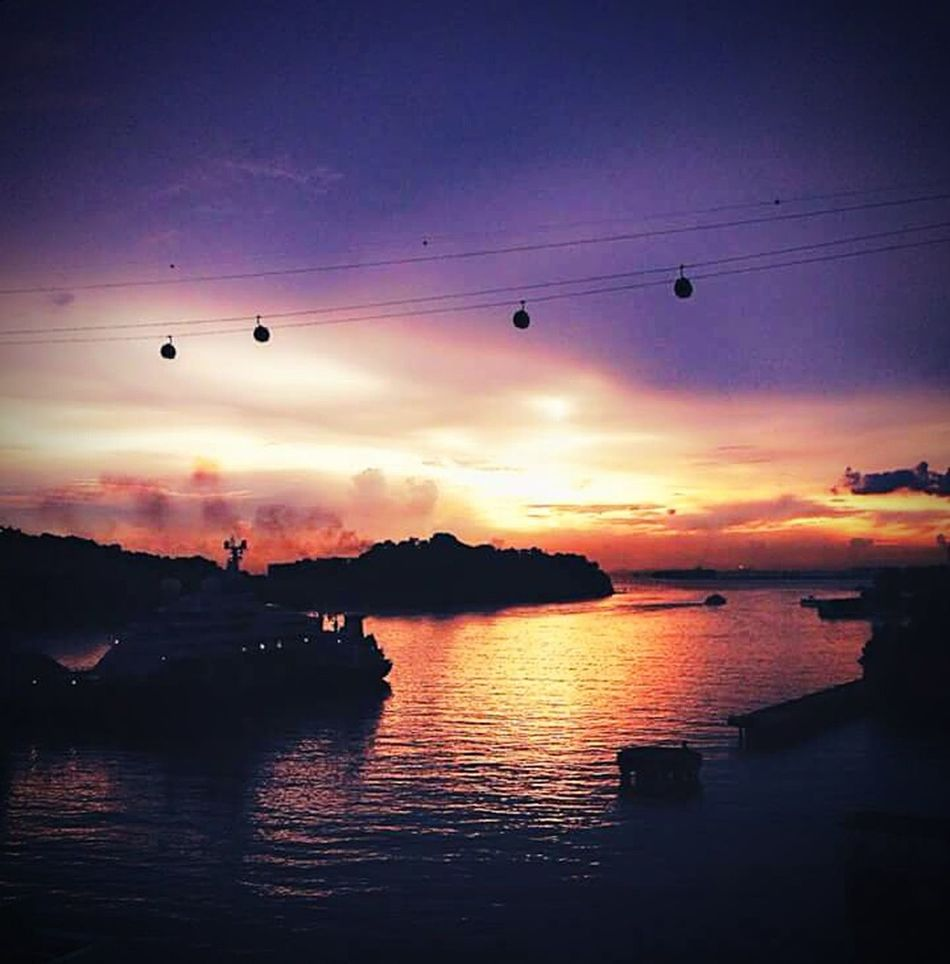 Sunset #sun #clouds #skylovers #sky #nature #beautifulinnature #naturalbeauty Photography Landscape [a:53920] Taking Photos Check this out GetYourGuide Cityscapes MOUNTFABER Cablecar