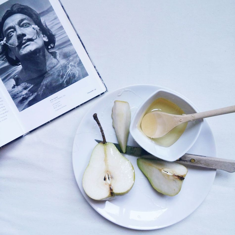 Salvador Dali Book Fruits Relax History Of Arts Photo Photography EyeEm EyeEm Gallery Enjoying Life Eyeemphotography Mood History Of Photography