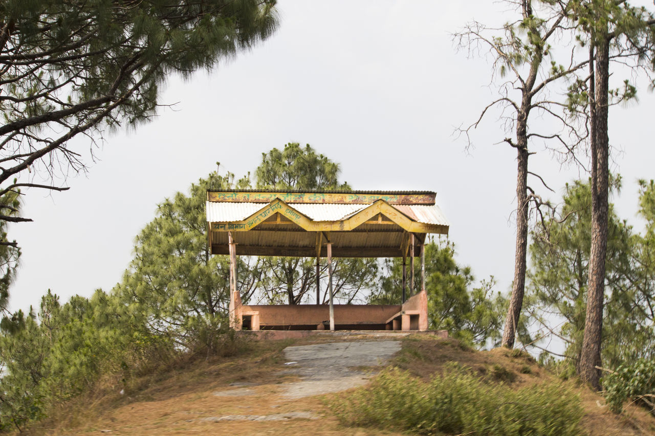Rain Shelter in middle of the forest - Truly HImachal Culture Amazing Place Amazing Places Baba Balak Nath Covered With Greenery Dev Bhoomi Him Himachal In Between Forest Lonely Place  Lonely Rest Hou Place To Relax❤ Place To Rest Rain Shelter Rain Shutter Rest House Wow!!😋