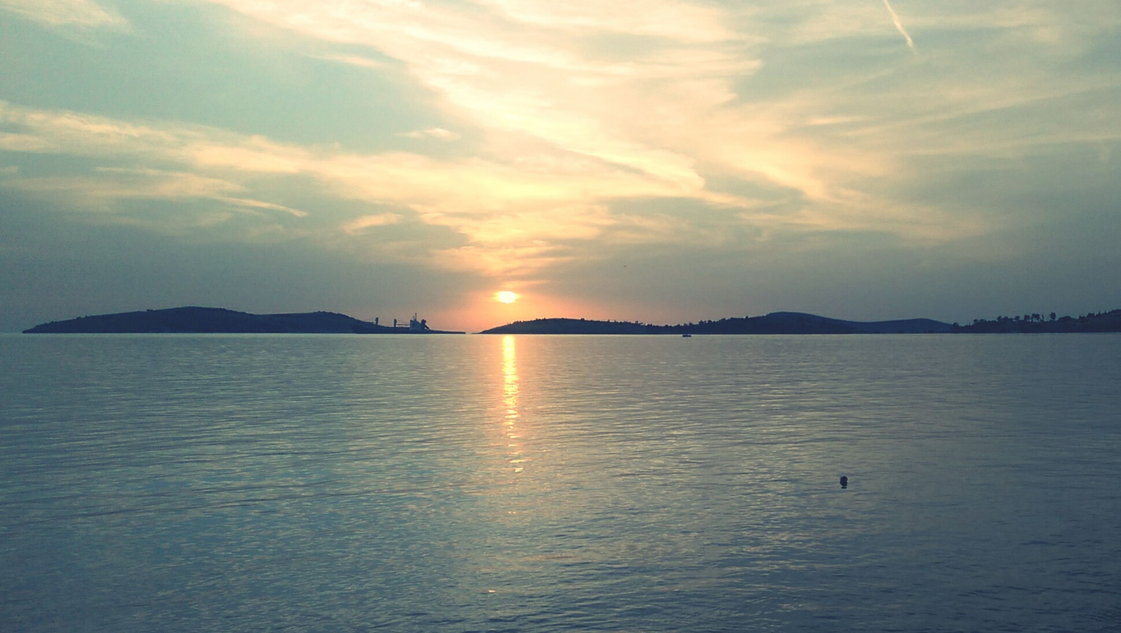 water, sunset, sky, tranquil scene, scenics, sun, tranquility, beauty in nature, reflection, waterfront, cloud - sky, nature, sea, idyllic, sunlight, silhouette, cloud, lake, rippled, outdoors
