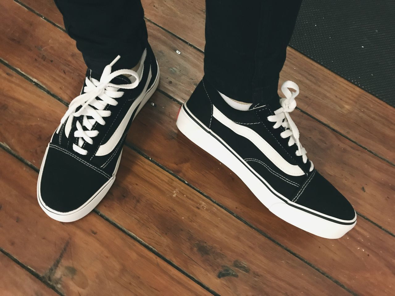 Vans Vans Off The Wall Shoe Woodenfloor High Angle View Newshoes