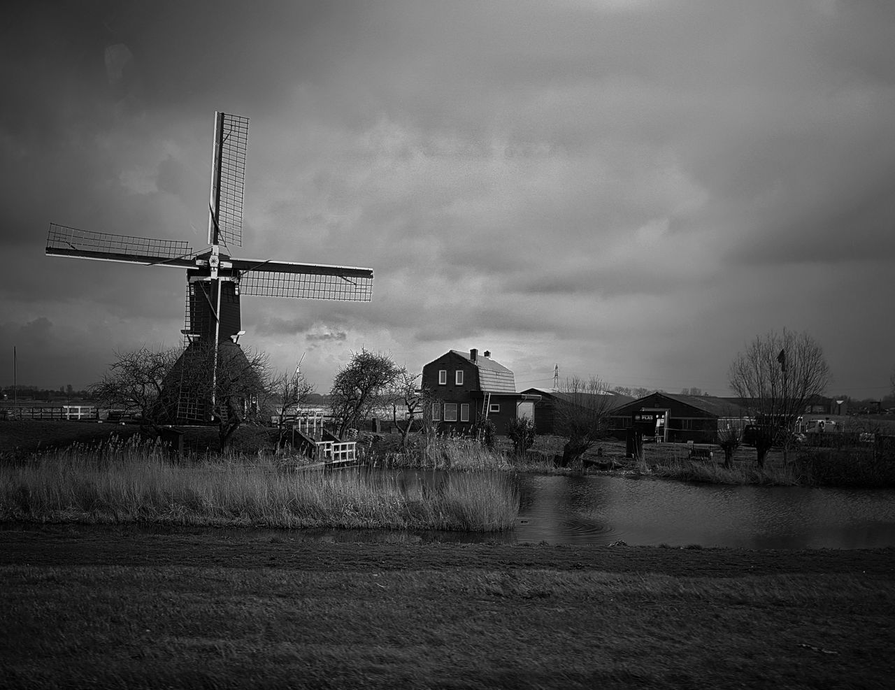 EyeEmBestPics Capture The Moment Eye4photography  Dutch Countyside Black And White Blackandwhite Sgs7edge On The Road Drivebyphotography Working Windmill Water Clouds Windmill Photography Simple Photography Motion Snapspeed On The Road Again Black And White Collection