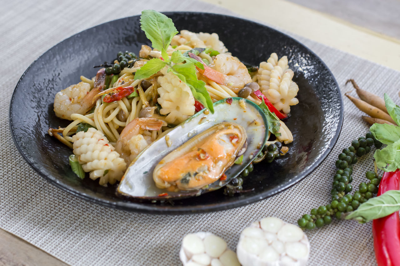 Chilli Drunken Food Food And Drink Freshness Healthy Eating High Angle View Mussel Pasta Plate Seafood Seafood Spaghetti Spice Spicy Taste