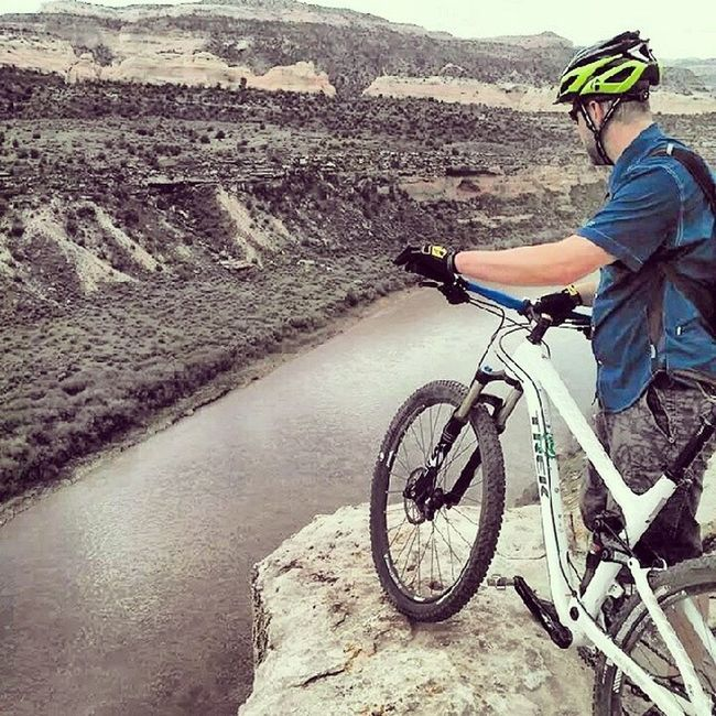 To the edge of the abyss. Horsethief bench. Trekbikes MTB Mtblife Fuelex8 bontrager
