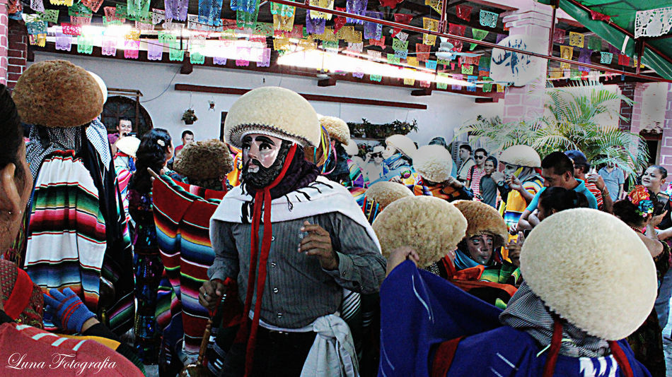 Chiapa De Corzo  Chiapas, México Chiapasiónate Chiapasvivemexico Culture And Tradition Mexico Mexicolors Parachico Traditional Clothing Traditional Culture Chiapas
