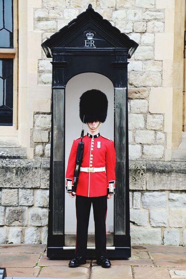 London Guard England Uk Tourism Traveling Travel Photography Canonphotography Canon Travel Tourist Menatwork Londoncalling