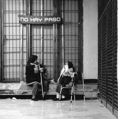 Women Real People Peoplephotography Streetphotography Notes From The Underground Blackandwhite Monochrome Streetphoto_bw No Trespassing EyeEm Gallery Eye4photography  Mexico De Mis Amores Mexico Cdmx