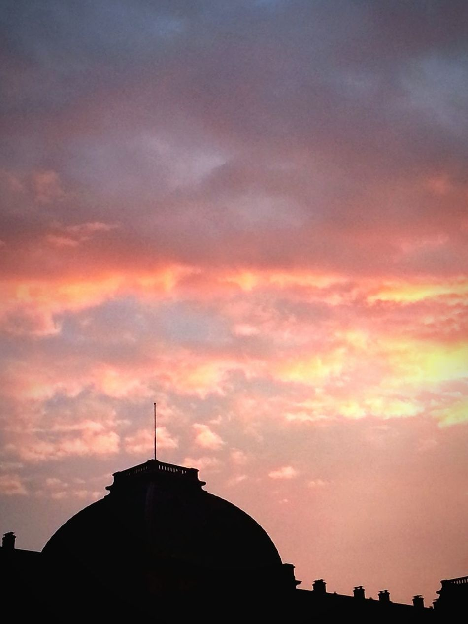 Beautiful Sky on Royal Palace in Brussels, between two concerts. Skyporn Sunset Festival Enjoying The View Silhouette Urban 4 Filter Minimalism Sprouttobebrussels