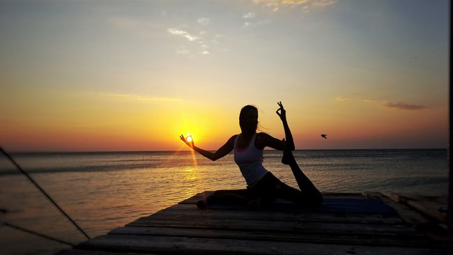 Horizon Over Water Sea Water Silhouette Sky The Magic Mission Lifestyles Orange Color Scenics Sun Enjoyment Playing Beauty In Nature Tranquil Scene Nature Fun Tranquility Outdoors YogainspirationSplashing Summer ☀ Summer2016 Yoga Pier Sunnrise