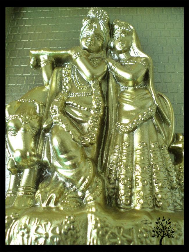 43 Golden Moments 43GoldenMoments Gold Gold Gold Gold Statue Golden Golden Hour Radha And Krishna Radhakrishna Taking Photos Two Is Better Than One