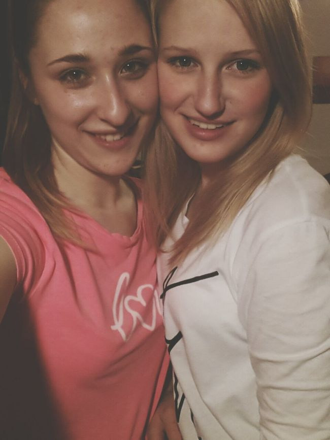 Friends Like Sisters Taking Photos moja! ★★