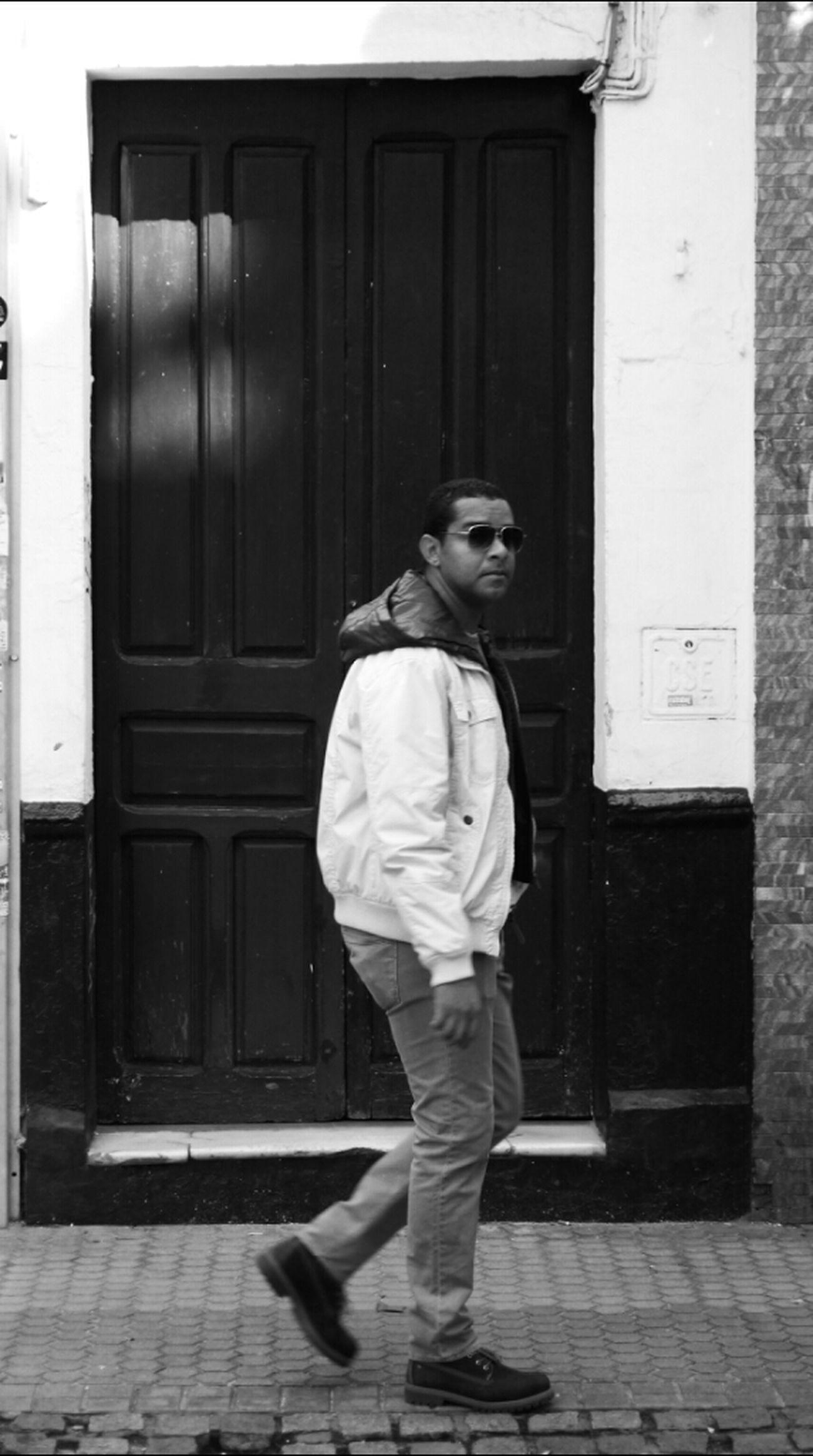 Blackandwhite Monochrome Streetphoto_bw Fortheloveofblackandwhite Bws_worldwide Italianbrother Bwstyles_gf Bws_artist_eu Peoplewalkingpastdoors