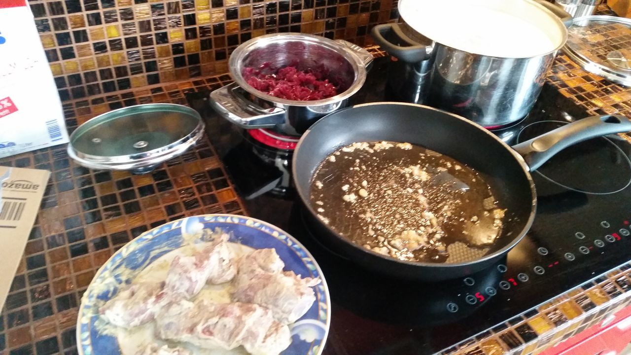Mittagessen Rehmedaillons mit Rotkohl und Spätzle Kochen Cooking Cooking At Home Hello World Home Sweet Home Beautyful Life Entspannen Essen Herd Kochstelle My Place To Relax My Place