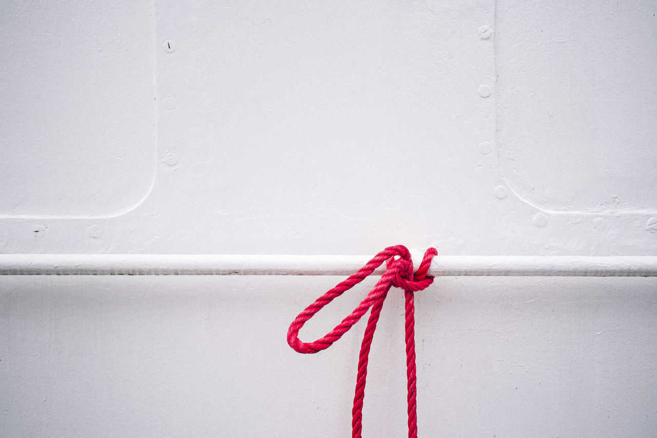 tied up / Hamburg Harbour / Alte Liebe Control EyeEm Best Shots Getting Inspired Hamburg Harbour Minimalism Minimalobsession Rope Ship Simplicity Still Life Symbol White White Background Color Palette