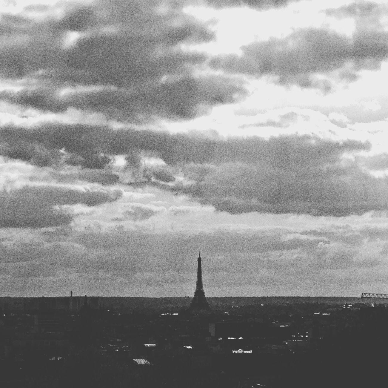 Streetphotography Paris BNW PARIS Miss Eiffel