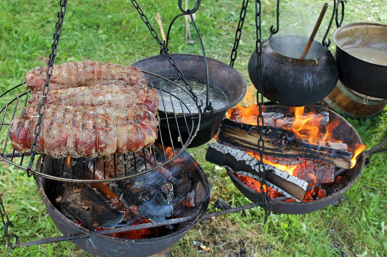 middleage meal Barbecue Barbecue Grill Burning Cooking A Meal Cooking Fire Cooking Middleage Meal Festmahl Food And Drink Grilled Grillen Heat - Temperature Knightsmeal Meat Middleage Market Middleage Meal Mittelalterfest Mittelaltermarkt Ritteressen