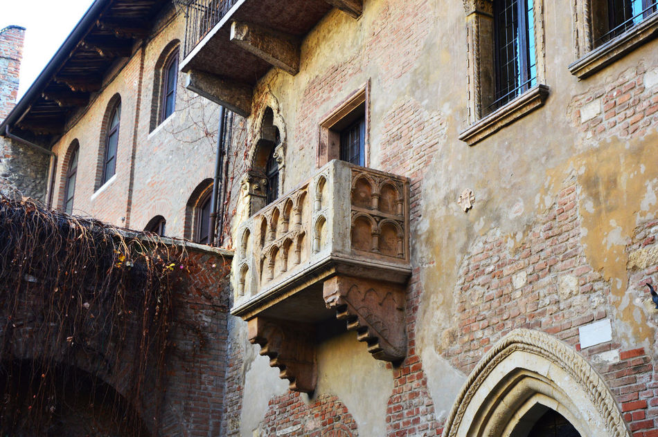 Balcony Day Giulietta Giuliettaeromeo Ita Italia Italian Italianeography Italien Italy Italy❤️ Italy🇮🇹 Juliet  Juliet Balcony No People Outdoors Romeo And Juliet Romeo And Juliet's Balcony Romeo E Giulietta Romeo&juliet Romeoandjuliet Verona Verona In Love Verona Italy Verona ıtaly