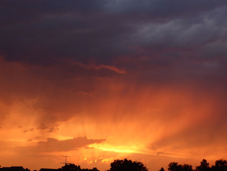 Never Saw That🦄 Sundown During Thunderstorm Now Thunderstorm😨 Nature Phenomenon Dramatic Sky Storm Cloud Beauty In Nature Thunderstorm Silhouette Power In Nature For My Friends 😍😘🎁 The Healing Power Of Nature Thankful🦄