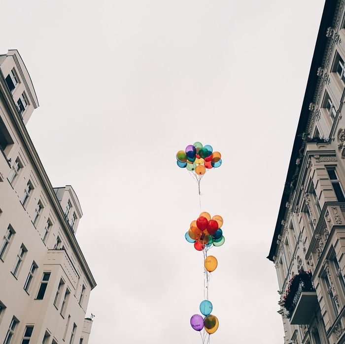 Mobilephotography Eye4photography  Vscocam VSCO HuaweiP9 Taking Photos Gay Pride Gaypride Fine Art Photography Lookingup Balloons Colorful Balloon Rainbow Colours Rainbowcolors The Color Of Technology Showcase July Battle Of The Cities TakeoverContrast Capture Berlin The Street Photographer - 2017 EyeEm Awards The Photojournalist - 2017 EyeEm Awards