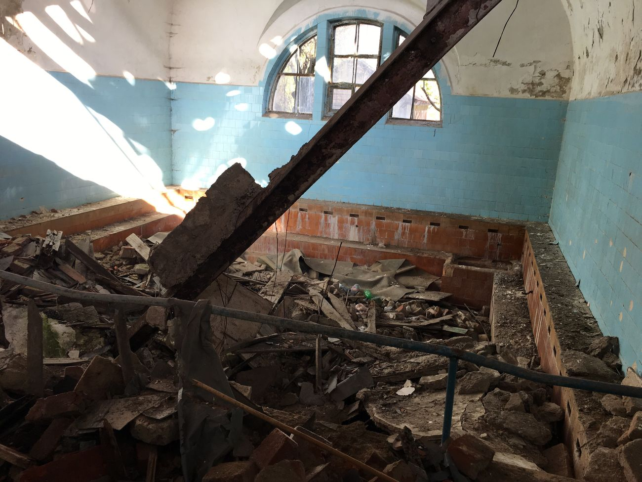 Abandoned Built Structure Obsolete No People Indoors  Bad Condition Architecture Day Demolished Ruin Ruins Ruined Building Thermal Bath Bath Run-down Bleak Architecture Weathered Worn Out Construction Indoors  Obsolete Damaged Discarded Destruction Piano Moments