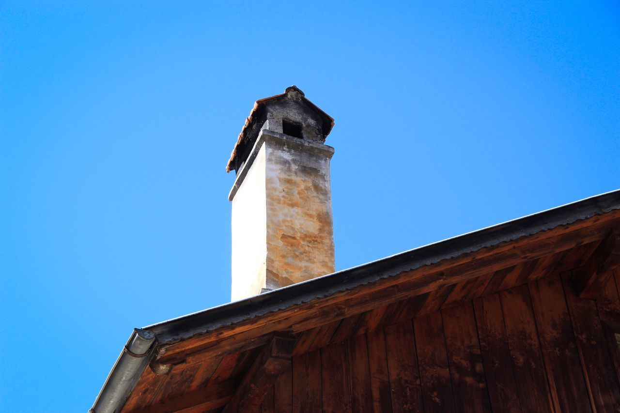 Roof Shingles Shingle Chimney Diminishing Perspective Sky Blue Sky Building Building Exterior Old Buildings Old Old House Detail Details