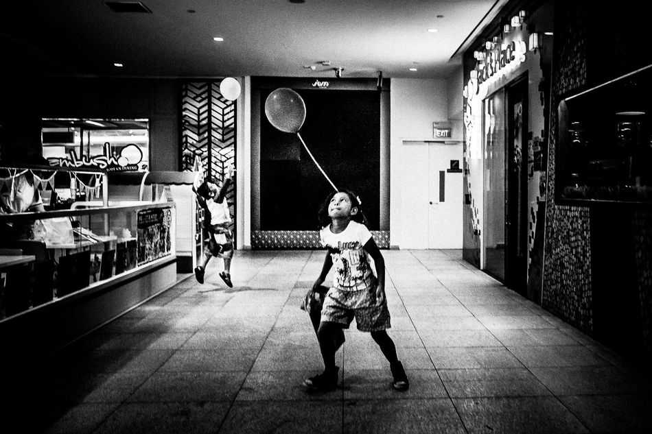 Jurong East, SGP. 2016 © Chit Min Maung http://www.cmmaung.me/ Balloons Childhood Cmmaung Cmmaung.me Elementary Age Indoors  Leisure Activity Lifestyles Night Sg Singapore Street Streetphoto_bw Streetphotography Things I Like