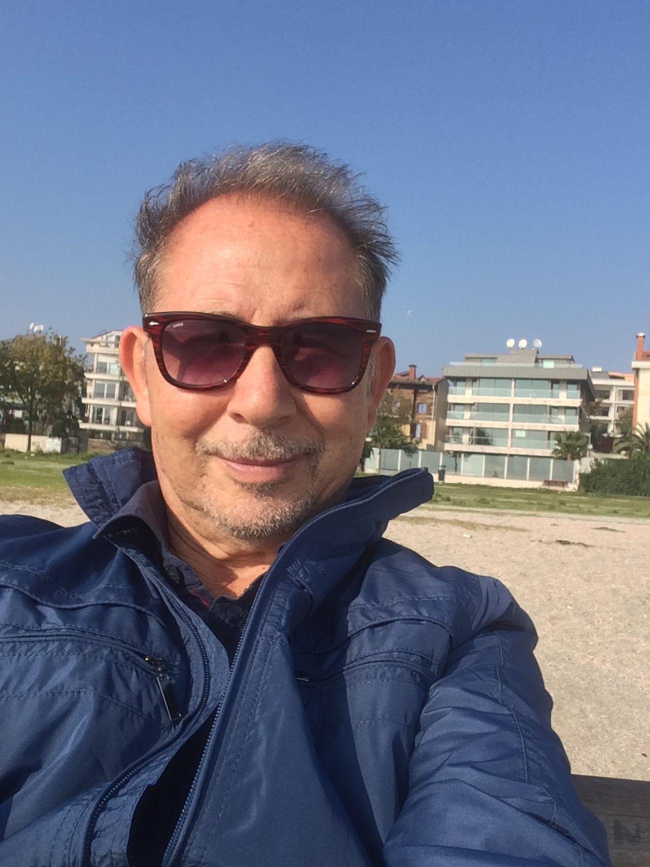 Sonbahar'ın bu güzel gününde, Yeşilköy Sahili'nde portrem😍 Selfportrait Portrait Hello World Taking Photos Hi! Enjoying Life People Watching Istanbul Yesilköy