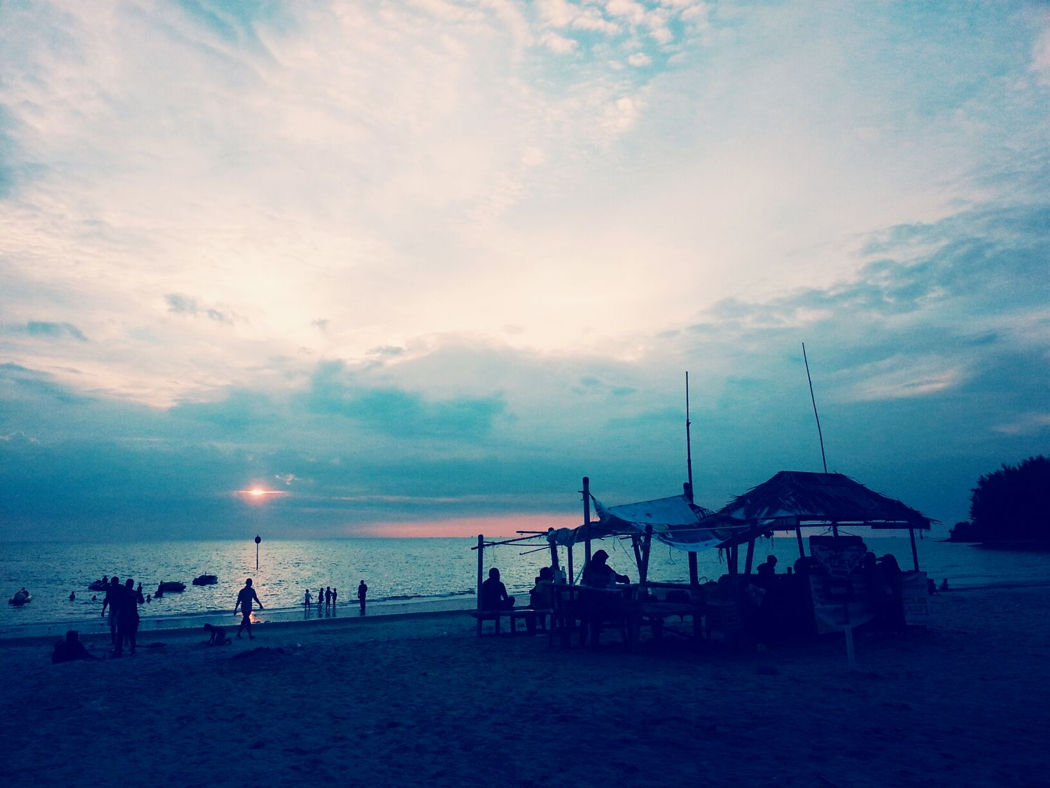 Life is a beach, I know :') Life Is A Beach Beach Sunset Clouds And Sky